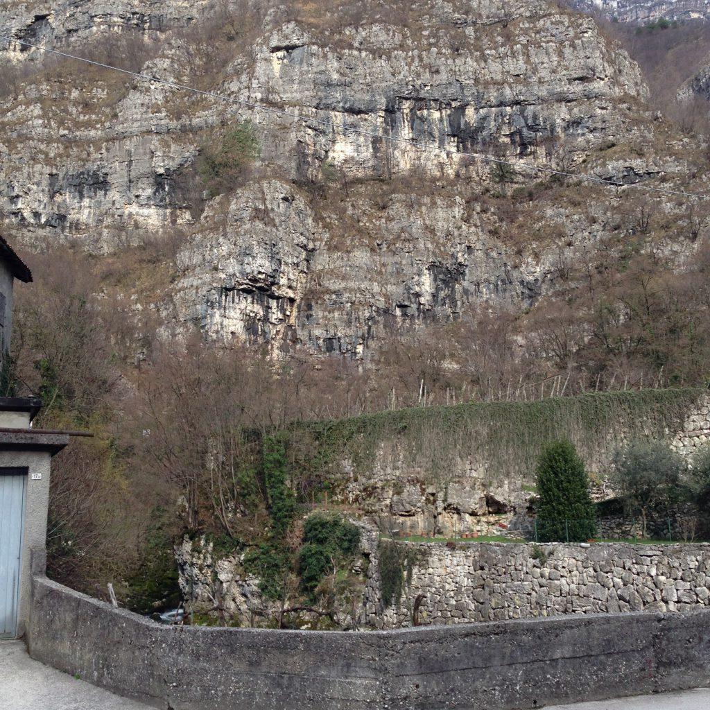 Das Gebirge rund um die Höhle